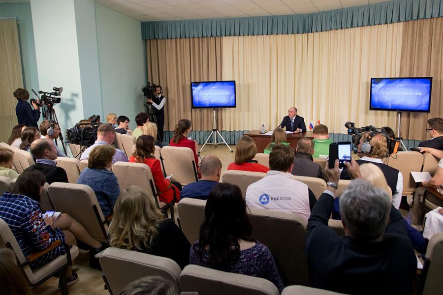 Губернатор посетил Карабаш и пообщался с журналистами