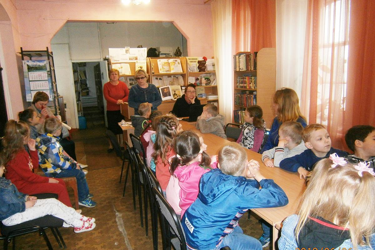 Сотрудники Центральной районной библиотеки рассказали детям о любимом сказочнике