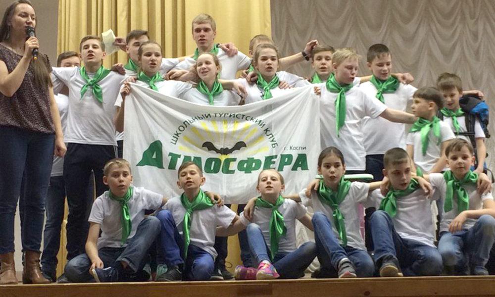 Анна Сергеевна Молчанова с ребятами представляют свой клуб на областном фестивале