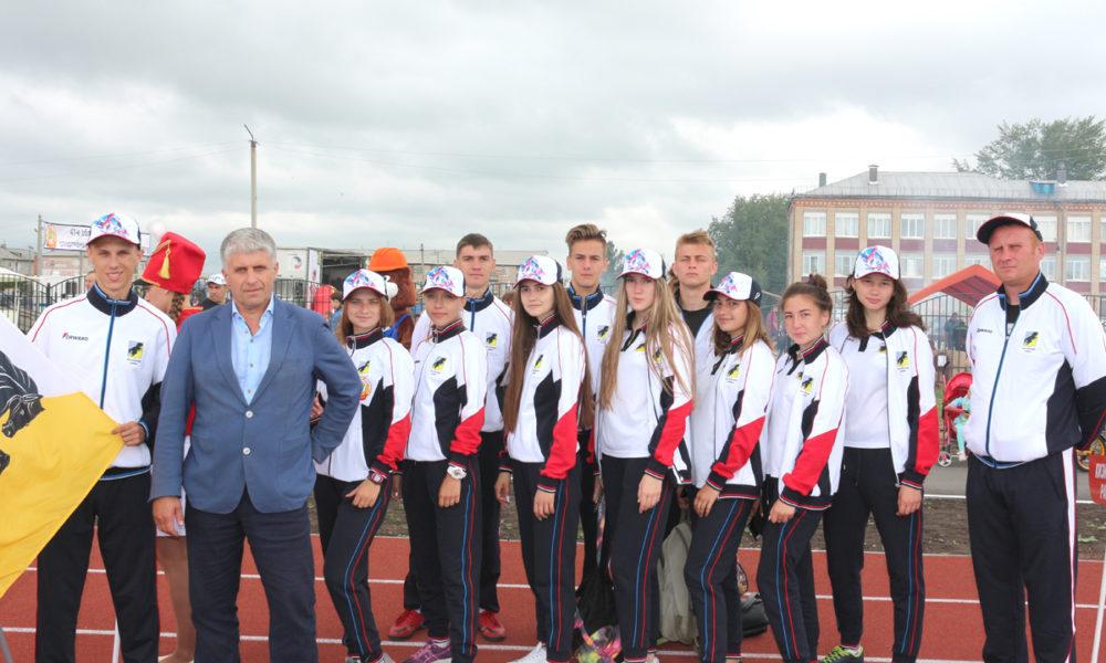 Команда Каслинского муниципального района во главе с Игорем Колышевым и тренером Дмитрием Санатиным