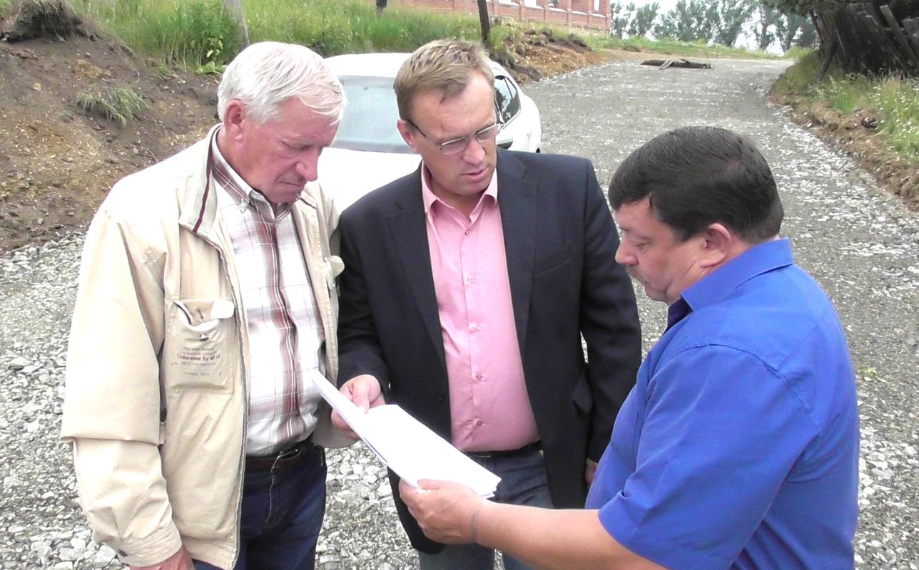 Депутаты и глава Булзей проверяют смету на соответствие объемам работ по капитальному ремонту улично-дорожной сети