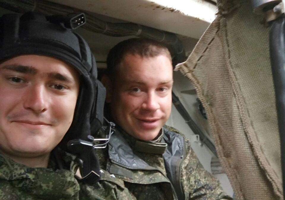 Николай Сагдеев (слева) с сослуживцем