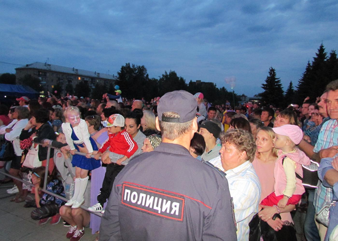 Сотрудники Каслинской полиции несли службу во время празднования Дня физкультурника