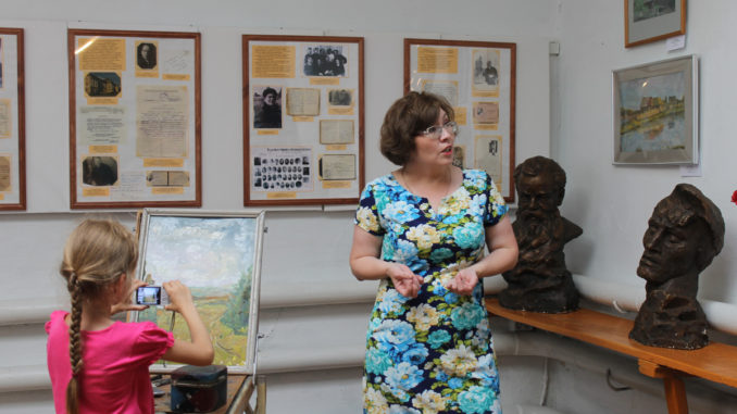 Аниса Гильмиянова рассказывает о картинах художников