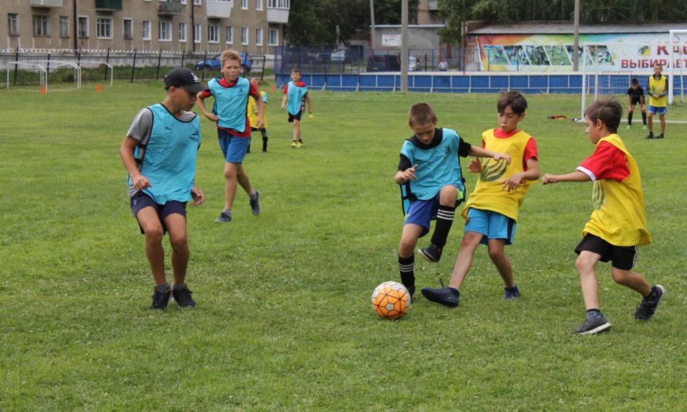 Футбол — игра для отважных мальчишек