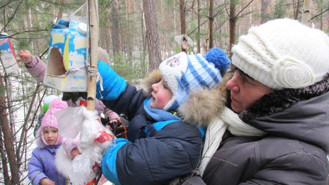 Вместе с воспитанниками кормим птиц зимой