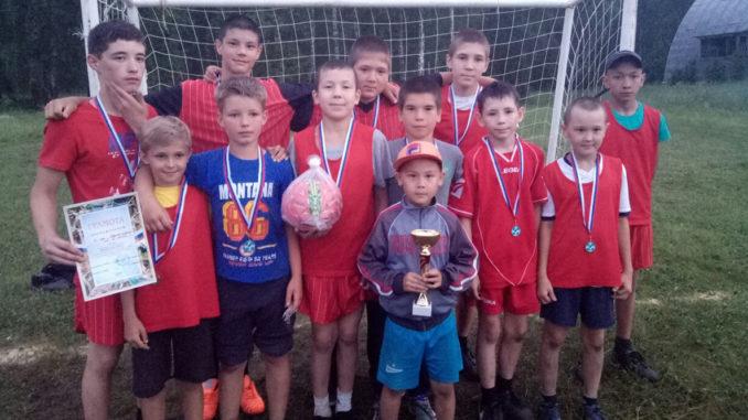 Футболисты-победители из п. Береговой в старшей возрастной группе