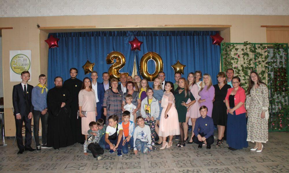 Участники юбилейного мероприятия в фойе Дворца культуры им. Захарова