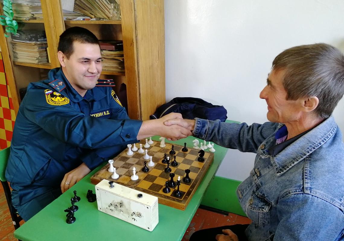 Владислав Хужин благодарит соперника за игру