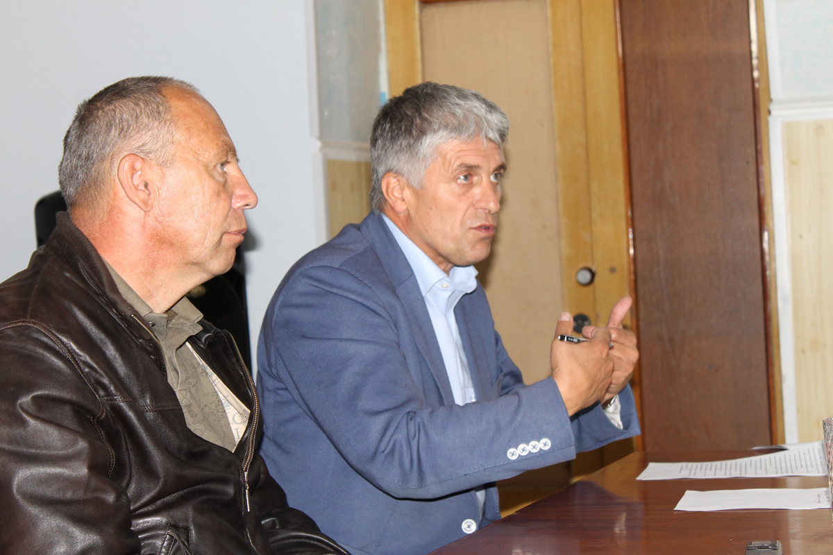 Сергей Беляев и Игорь Колышев во время встречи с сельским активом