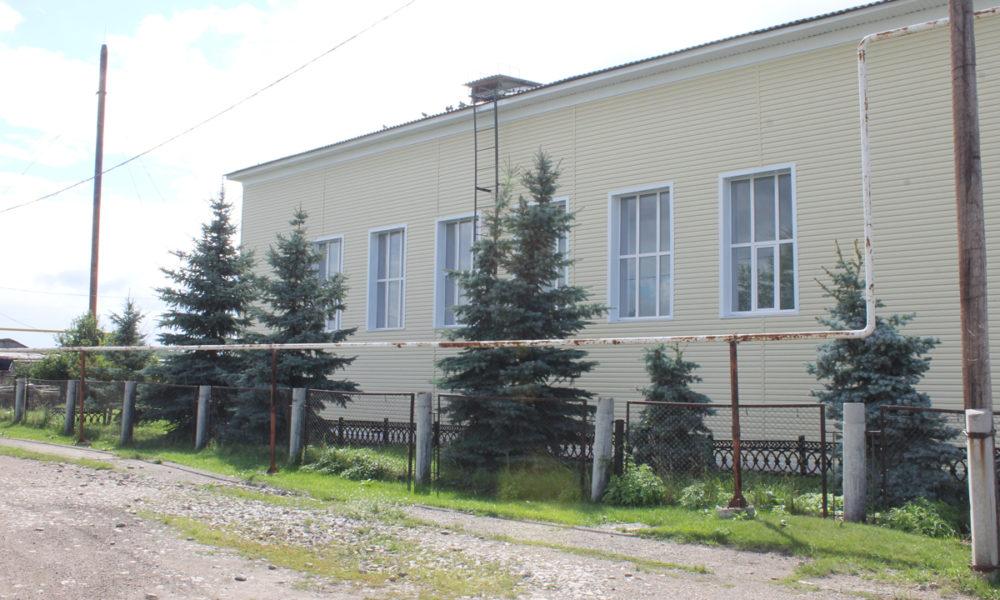 Обновленное здание школьного спортзала