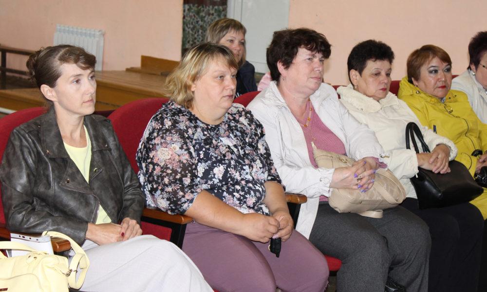Участники встречи с особым вниманием слушали информацию о состоянии дел, проблемах и задачах, которую довел до них глава района Игорь Колышев