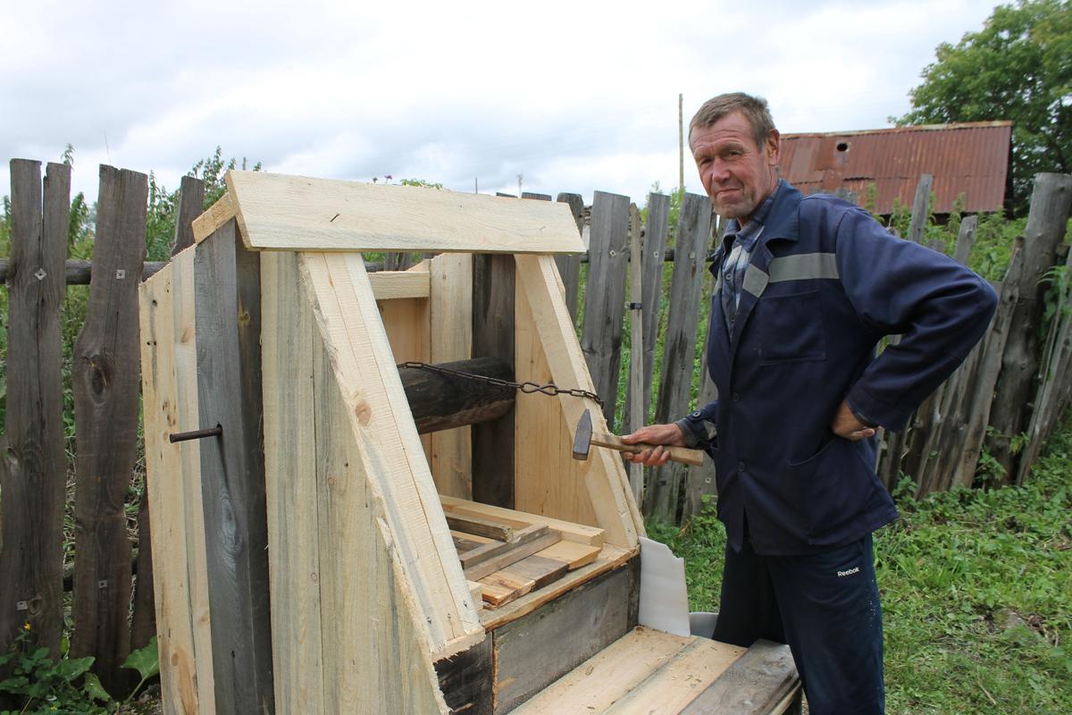 В Багарякском поселении ремонтируют сельские колодцы