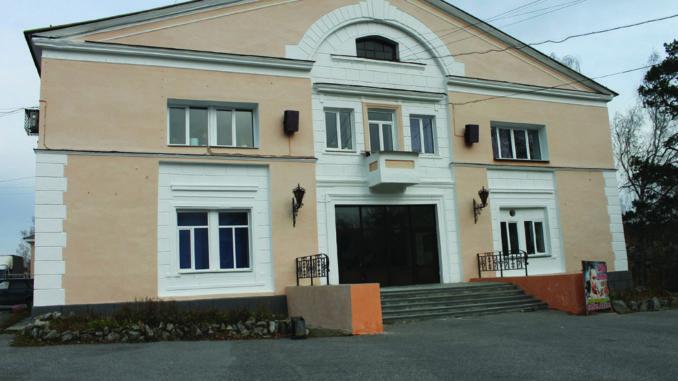 Отремонтированный фасад здания ДК «Горняк»