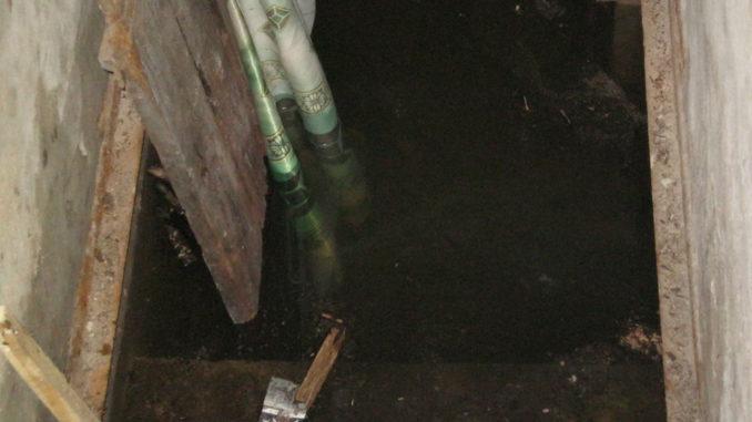 При аварии на теплотрассе затопило гараж жителя Каслей
