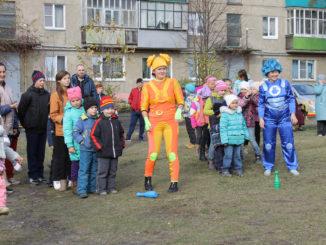 В Каслях за 2,9 миллиона рублей благоустроили двор на улице Стадионной