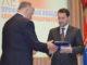 Павел Киселев (справа) поздравляет Николая Буякова