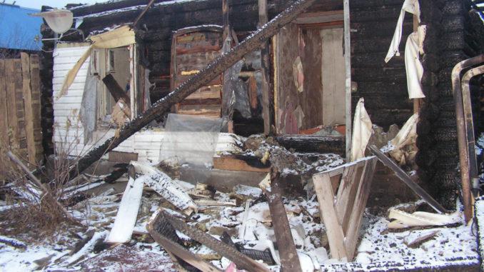 Каслинской семье, у которой сгорел дом, требуется помощь