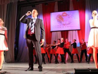 На сцене Каслинский район с песней «Любовь, комсомол и весна»