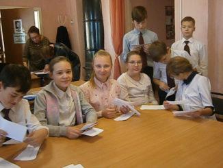 Желание помочь привело школьников города Касли в библиотеку