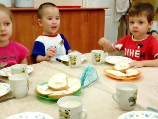 Настя Белканова, Тимур Каримов и Илья Фирсов: сегодня на завтрак манная каша и бутерброд с маслом