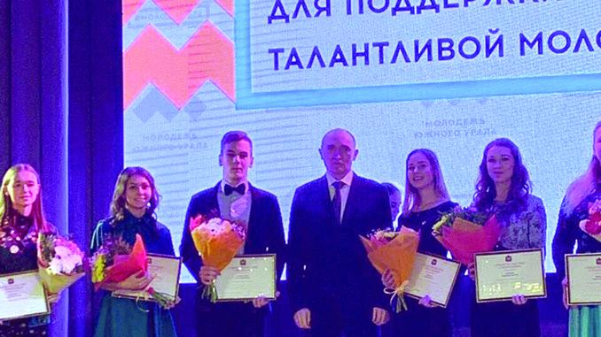 Борис Дубровский вручил премию Кириллу Протозанову
