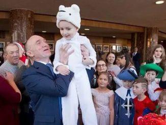 Губернатор поздравил детей