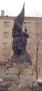 Памятник Ленинскому комсомолу в центре Каслей