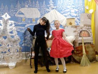 Кристина Чидакина и Вера Окулова на рождественском празднике