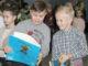 Для ребят большая радость получить поощрительные призы за участие в веселых состязаниях