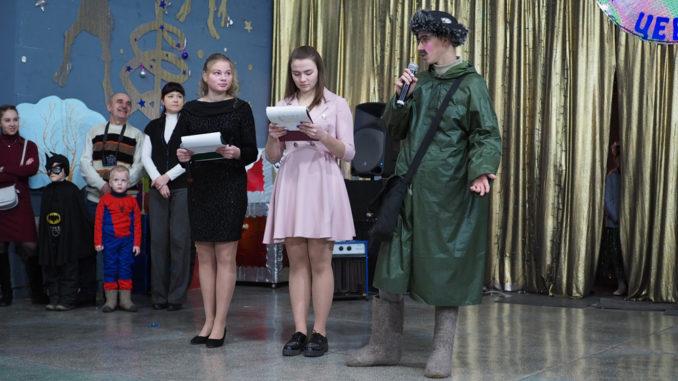 Ведущие: Лена Тимофеева и Настя Бугаева. В роли почтальона Печкина – Максим Чупрунов