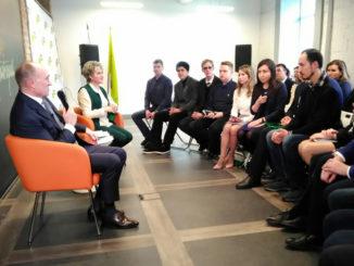 Глава региона Борис Дубровский внимательно выслушал идеи активистов и ответил на вопросы