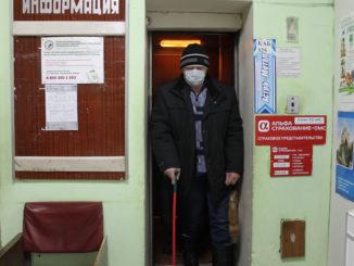 Лифт в районной поликлинике проработал 33 года, он часто выходит из строя, что создает серьезные неудобства не только для работников больницы, но, в первую очередь, для больных