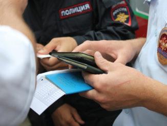 Каслинскими полицейскими по решению суда депортированы за пределы России два иностранца