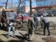 Работники АО «Радий» со всей тщательностью наводят чистоту на прилегающей к заводу территории