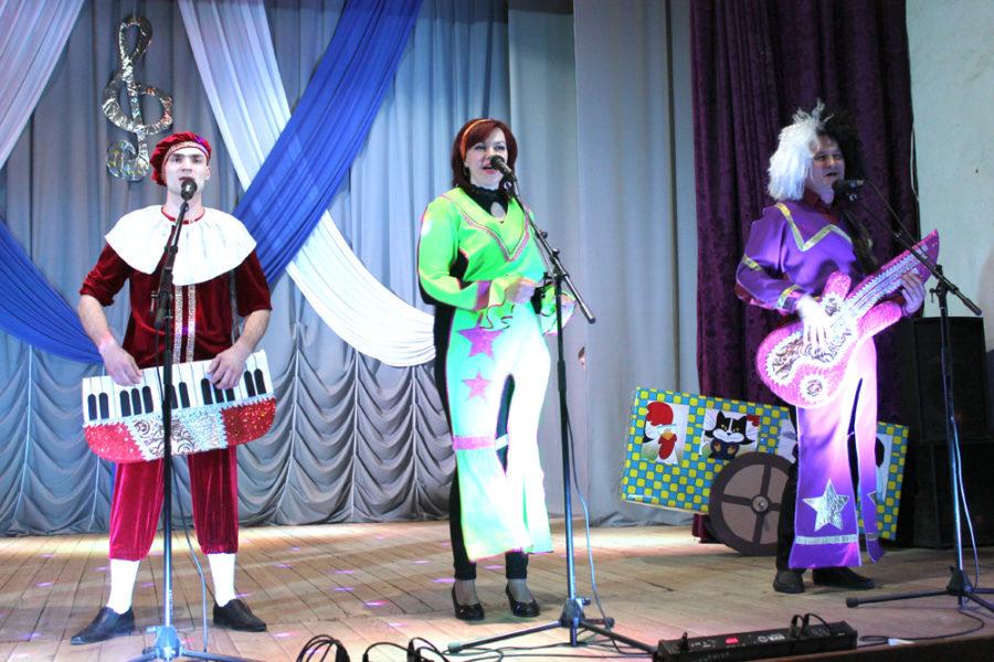 Музыкальный номер команды кондитерской фабрики «Голицин»