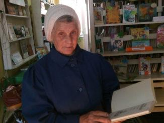 Вишневогорскую библиотеку 80-летняя читательница посещает постоянно