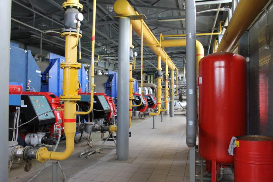 Новый теплоисточник в Каслях был введен в эксплуатацию в 2015 году. Автоматизированная котельная работает полностью в автоматическом режиме, т.е. все процессы регулирования и защиты осуществляются не персоналом, а системой автоматического управления