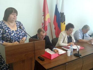 Лидия Алексеевна Малкова, заместитель главы Каслинского района по финансам и бюджетной политике выступает с вопросом о бюджете района в 2019 год