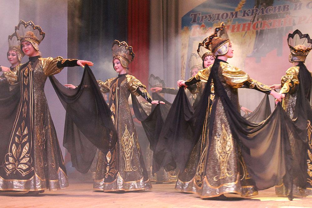 «Антре» исполняет хореографическое полотно «Город в чугунном узоре»