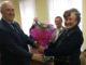 Александр Егорович Фишер благодарит Галину Степановну Силину за активную работу в Совете ветеранов