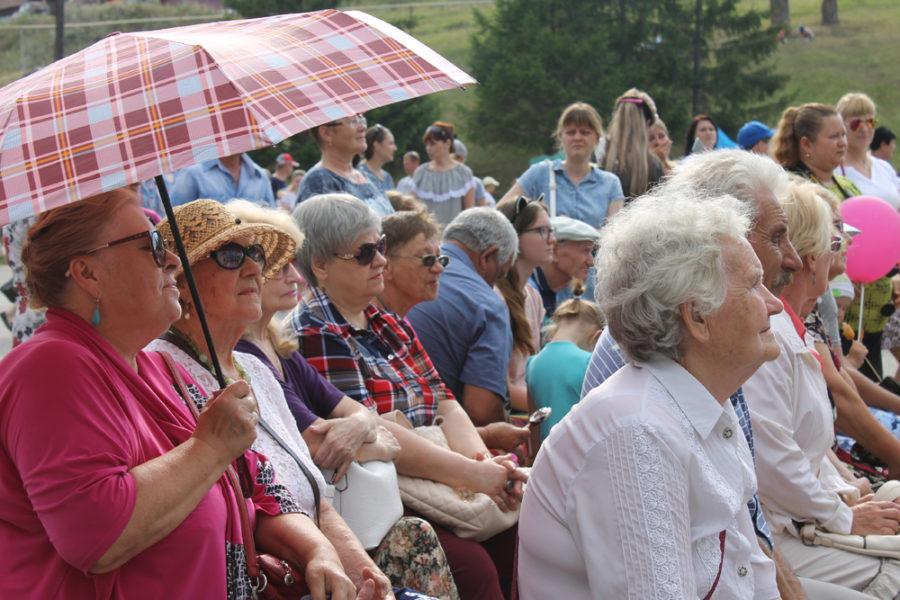 Вишневогорцы отметили 76-летие поселка