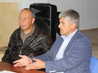 Сергей Александрович Беляев и Игорь Владиславович Колышев на встрече с жителями Багарякского поселения в прошлом году