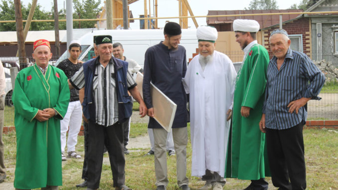 Тюбукские мусульмане встречают гостей