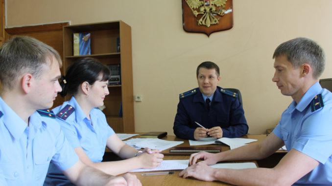 Александр Владимирович Катков ведет утреннюю планерку с сотрудниками