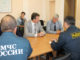 Александр Раевский и Игорь Колышев обмениваются мнениями по вопросу осуществления промышленного рыболовства в каслинских озерах