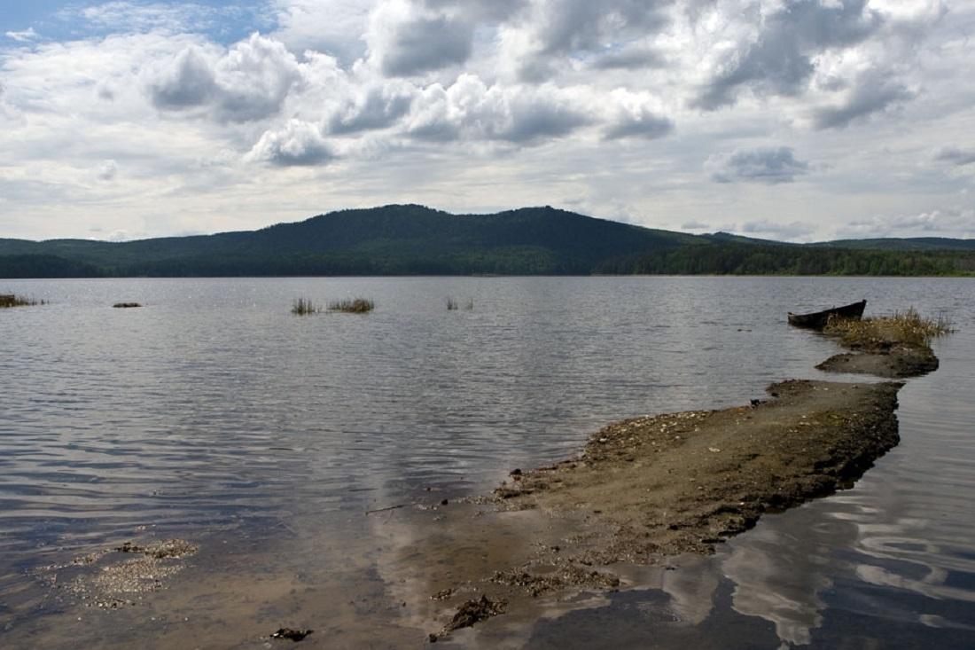 Озеро Аракуль мелеет, вода отошла от берега уже на 20 метров