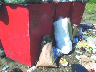 Береговой превращается в большой мусорный полигон