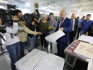Излишки тиража были пущены под нож в присутствии СМИ