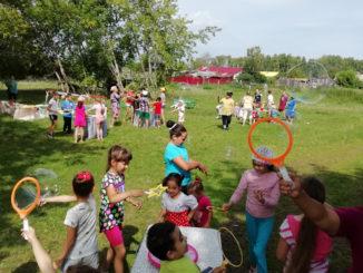 На поляне, где обязательно появится игровая площадка, звуки радостных детских голосов, улыбки взрослых
